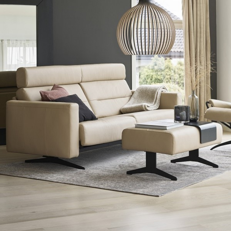 Stressless_Stella_2,5+Seater_+w_Headrest_Paloma+Beige_Black+Legs_Ottoman_Tokyo+Low_w_Headrest_Paloma+Beige_Black+Legs_0303